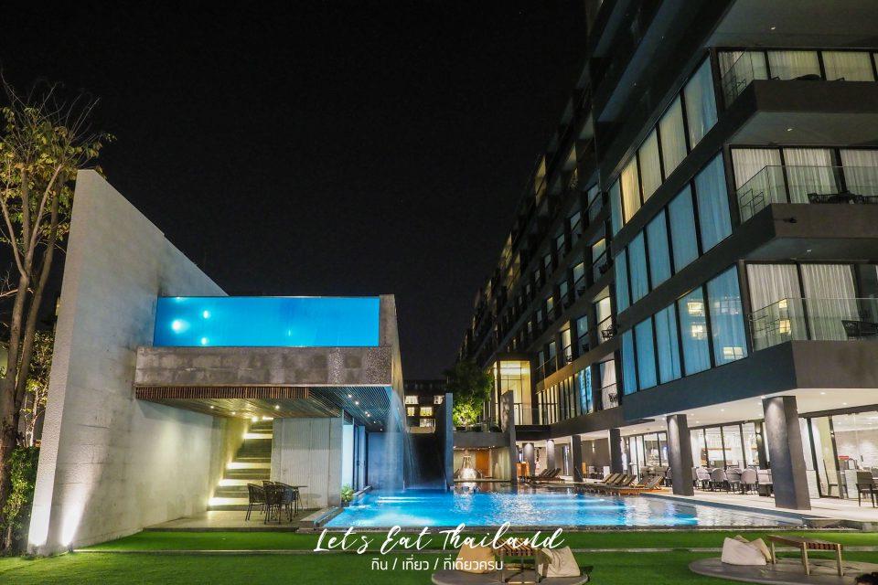 Ana Anan Resort & Villa Pattaya อาณา อานันท์ รีสอร์ท แอนด์ วิลล่า พัทยา กลางคืน